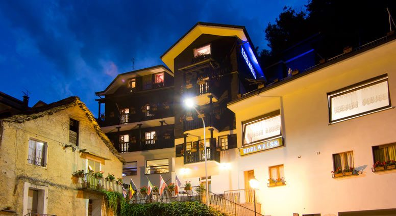 Albergo Edelweiss in Bognanco Terme (VB) by night